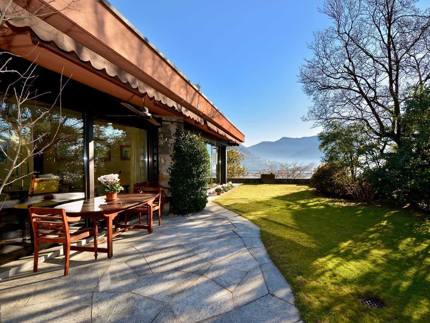 Giardino con vista sul Lago di Lugano, villa di lusso a Massagno, Ticino, Svizzera, in vendita