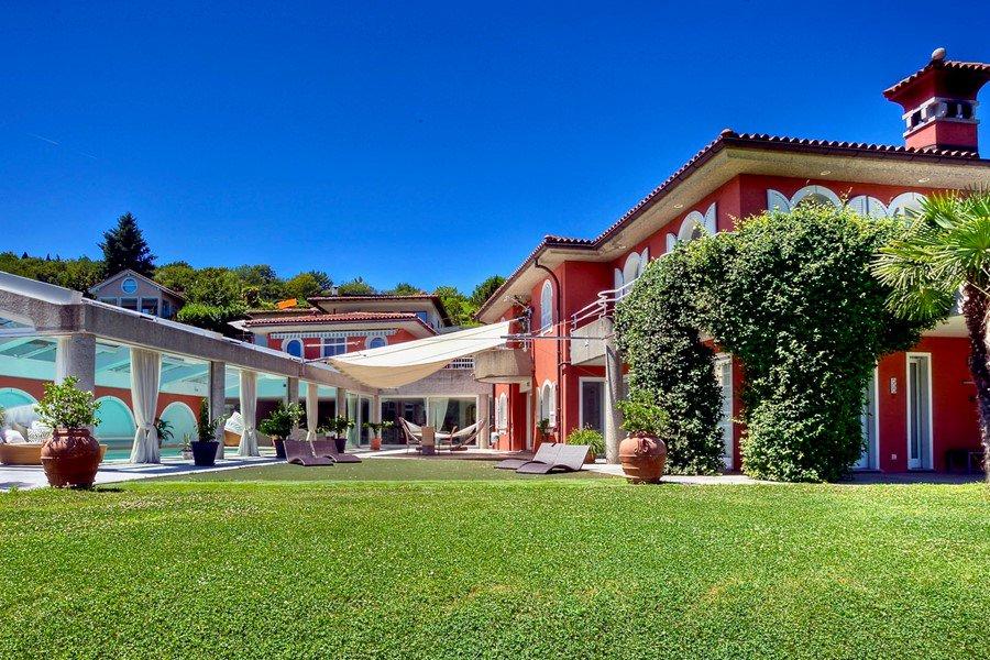 Villa in Carona, Tessin, Schweiz zu verkaufen mit Blick auf den Luganer See