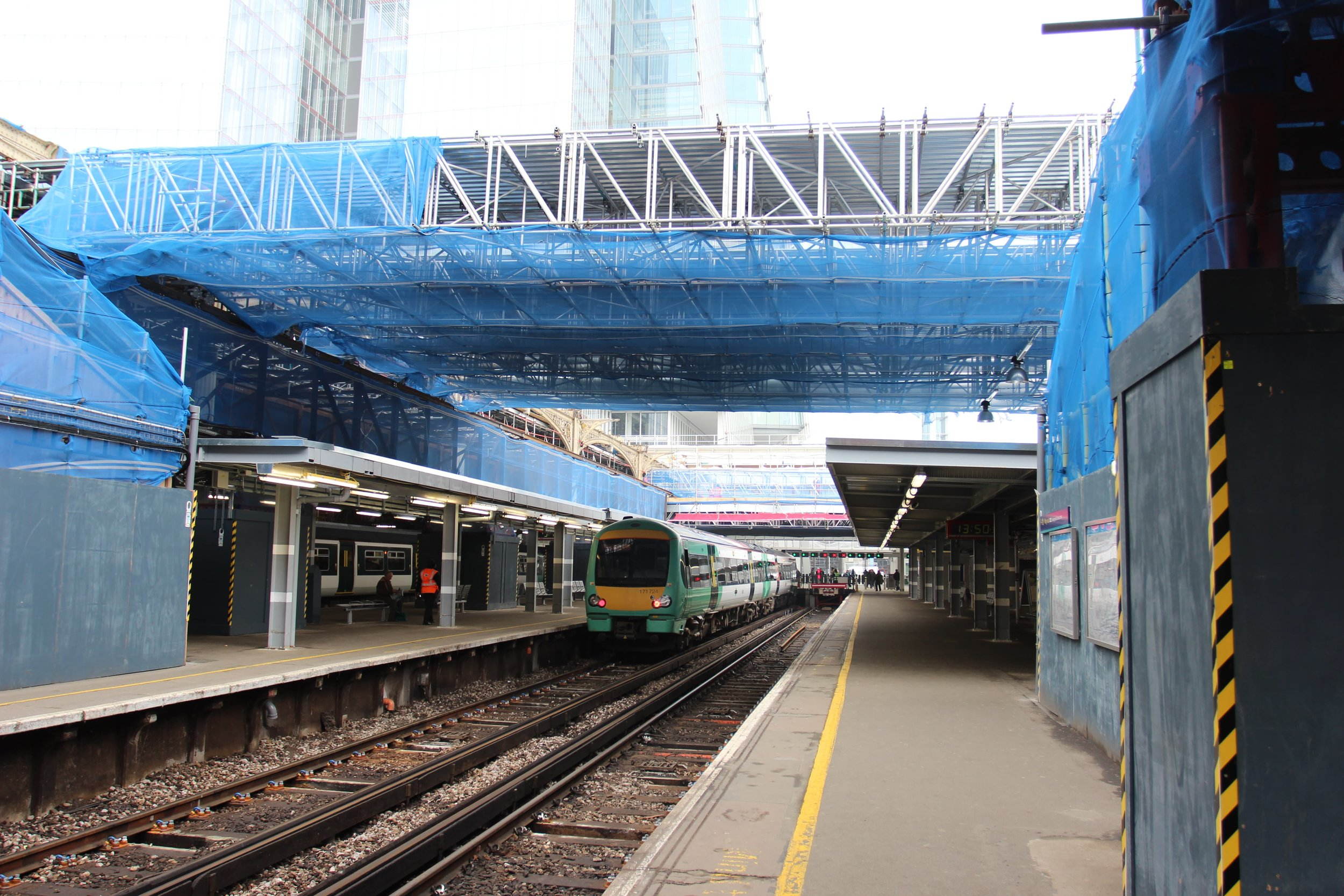 Scaffold gantry for train shed deconstruction