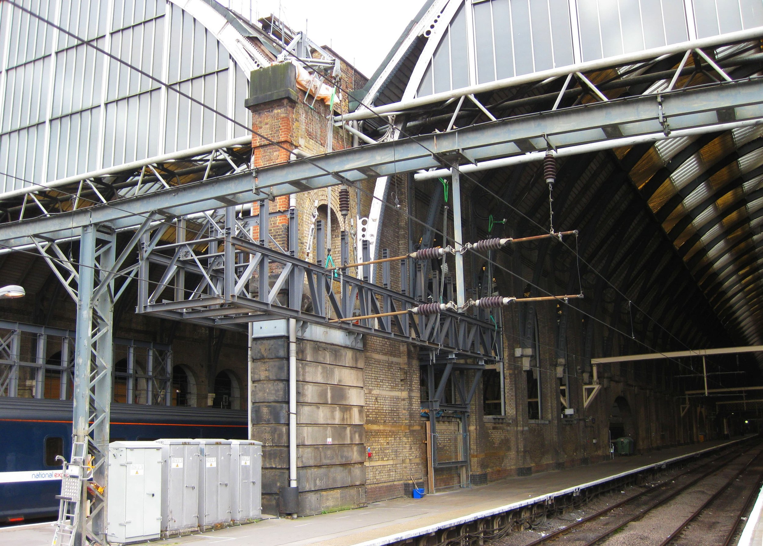 Support trestles for the access gantry