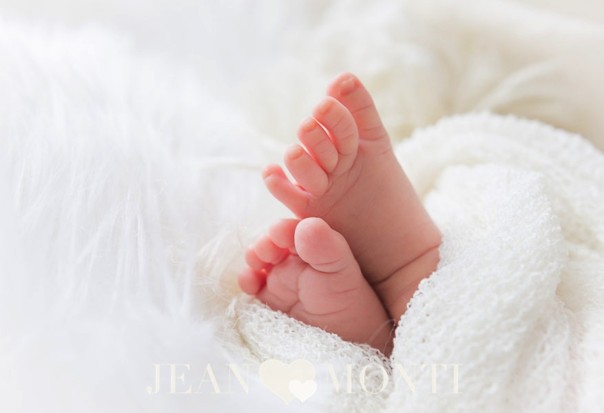 Detail image of a newborns tiny feet was captured in the photo studio of Jean Monti