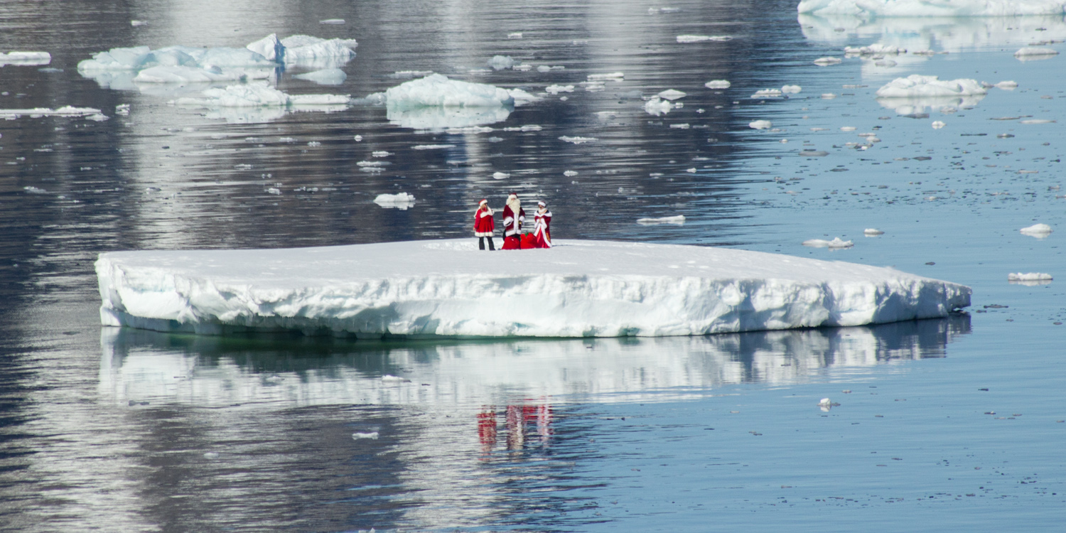 father-christmas-in-antarctica-12x6.jpg