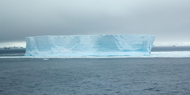 tabular-iceberg-12x6.jpg
