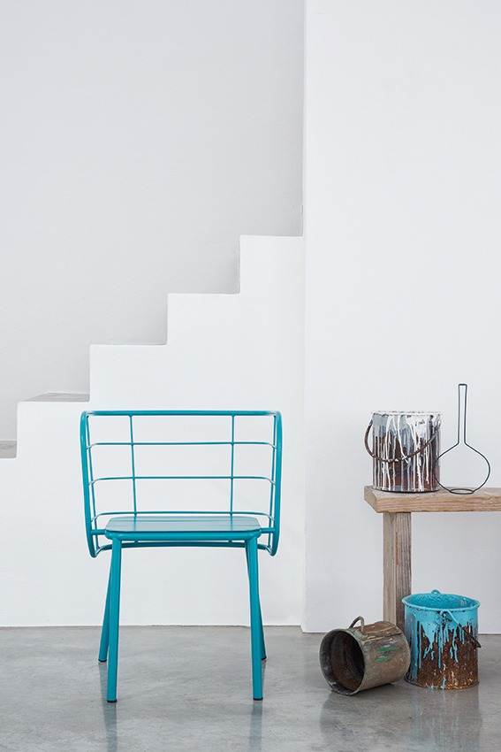 JaneHamleyWells_JUJUBE_Blue-wire-armchair_front-view_indoor.jpg