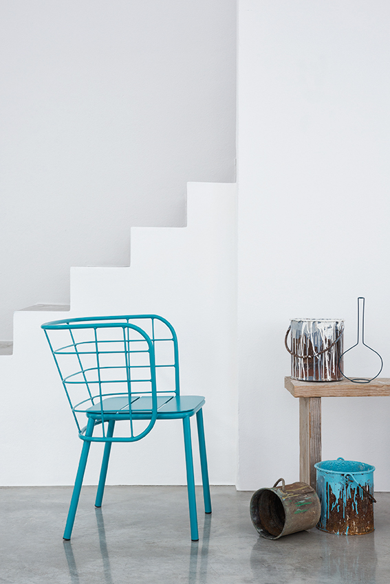 JaneHamleyWells_JUJUBE_Blue-wire-armchair_side-view_indoor.jpg