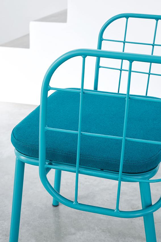 JaneHamleyWells_JUJUBE_Blue-wire-armchair-with-cushion_close-crop.jpg