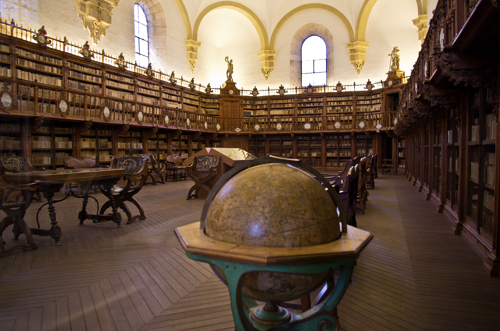 Old_Library_in_University_of_Salamanca_01.jpg