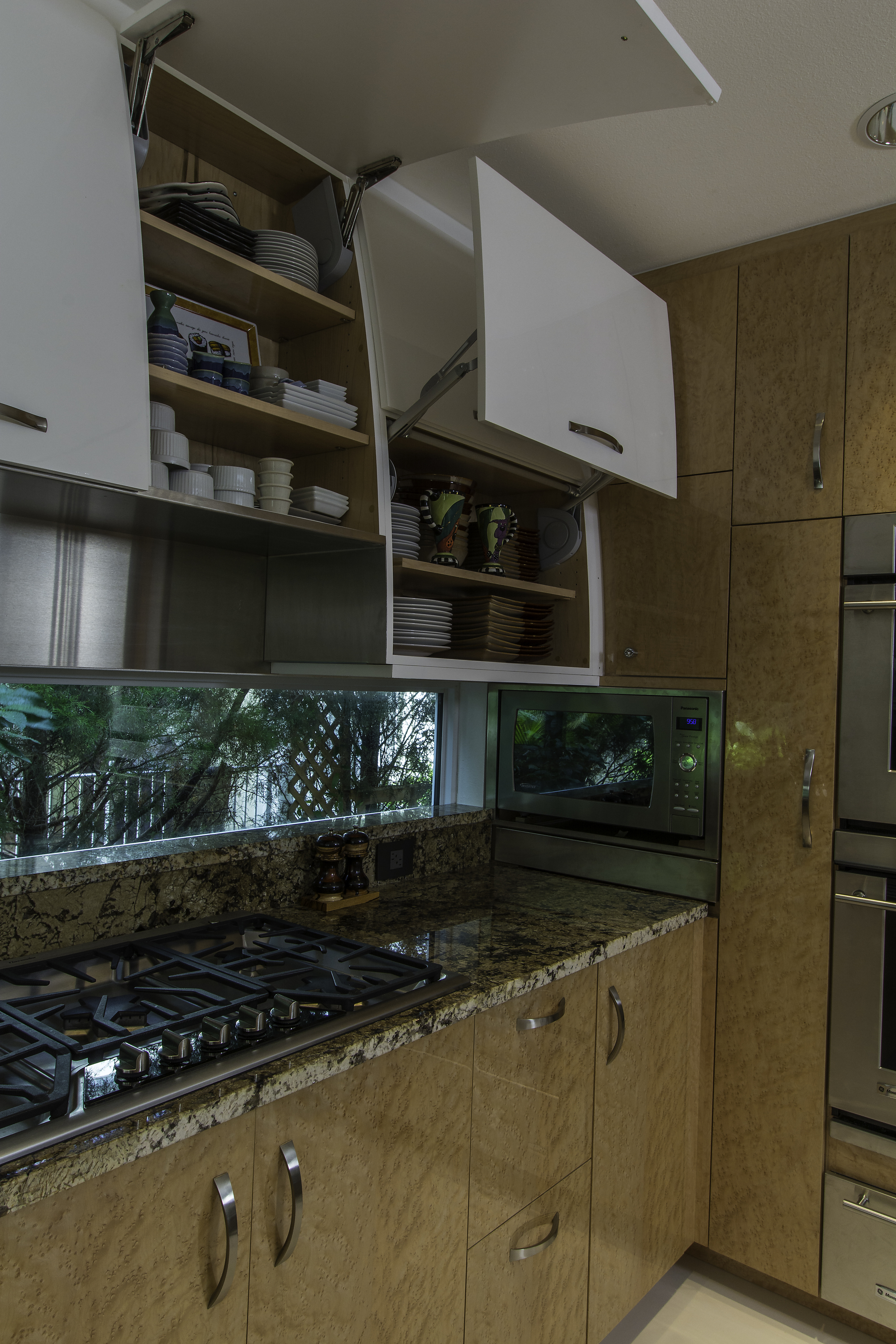 Kitchen hob and cupboards3.jpg