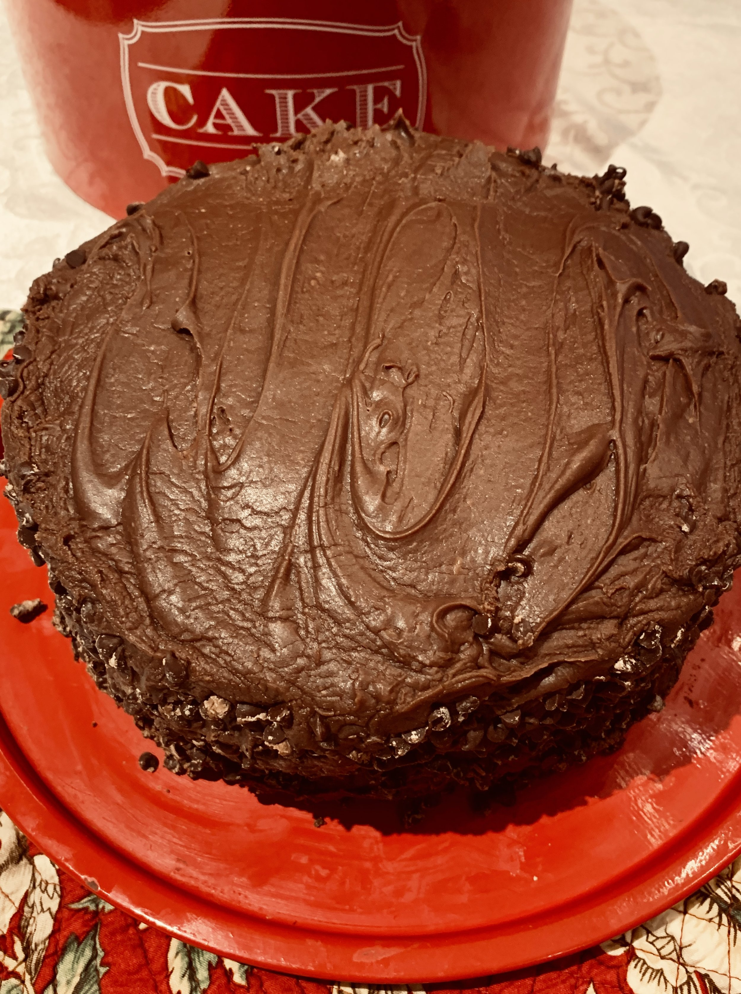 - Frost between layers, then top and finally sides of cake. Mixture sets up quickly. Beautiful swirls are not the object of the game for this kind of frosting.Press mini chocolate chips into sides.And experience the joy of your sweet dreams!