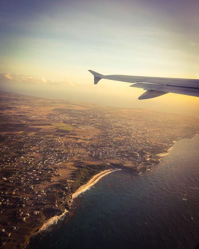 L I F T  O F F 🌤 #travel #fly #sunrise #sunshine #earlymorningflight #windowseat #rotate #liftoff #seatbeltsignison #naptime #sleepy #coast #barbados #island #tinyhouses #globetrotter #movieselection #headphonestangled @jetblue