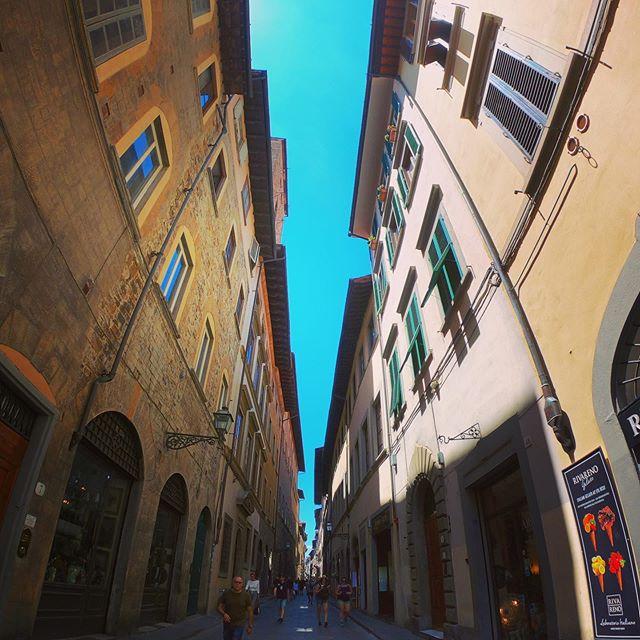 Italia 🇮🇹 #florence #firenze #italia #espresso #walking #localforaday #pizzanapoli #eurotrip #vino #hotaf #architecture #gratzi #ciao