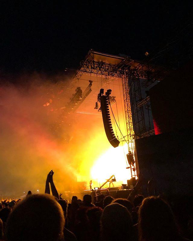 Pyramid Stage🔺#glastonbury #glastonbury2019 #pryamidstage #tameimpala #sidestage #linearray #laserlights #festival #campkerala #fullcrank #worthyfarm #uk #tour