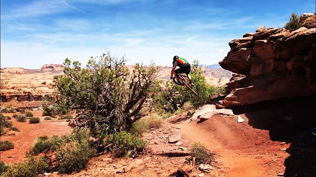 #Moab season is in full swing. @kylof #desert ramping in the #heat of the day. #fun @jinjicycles #jinjicycles 📸: @marissaloria