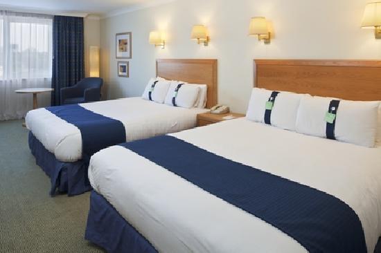 Holiday Inn Bedroom1.jpg