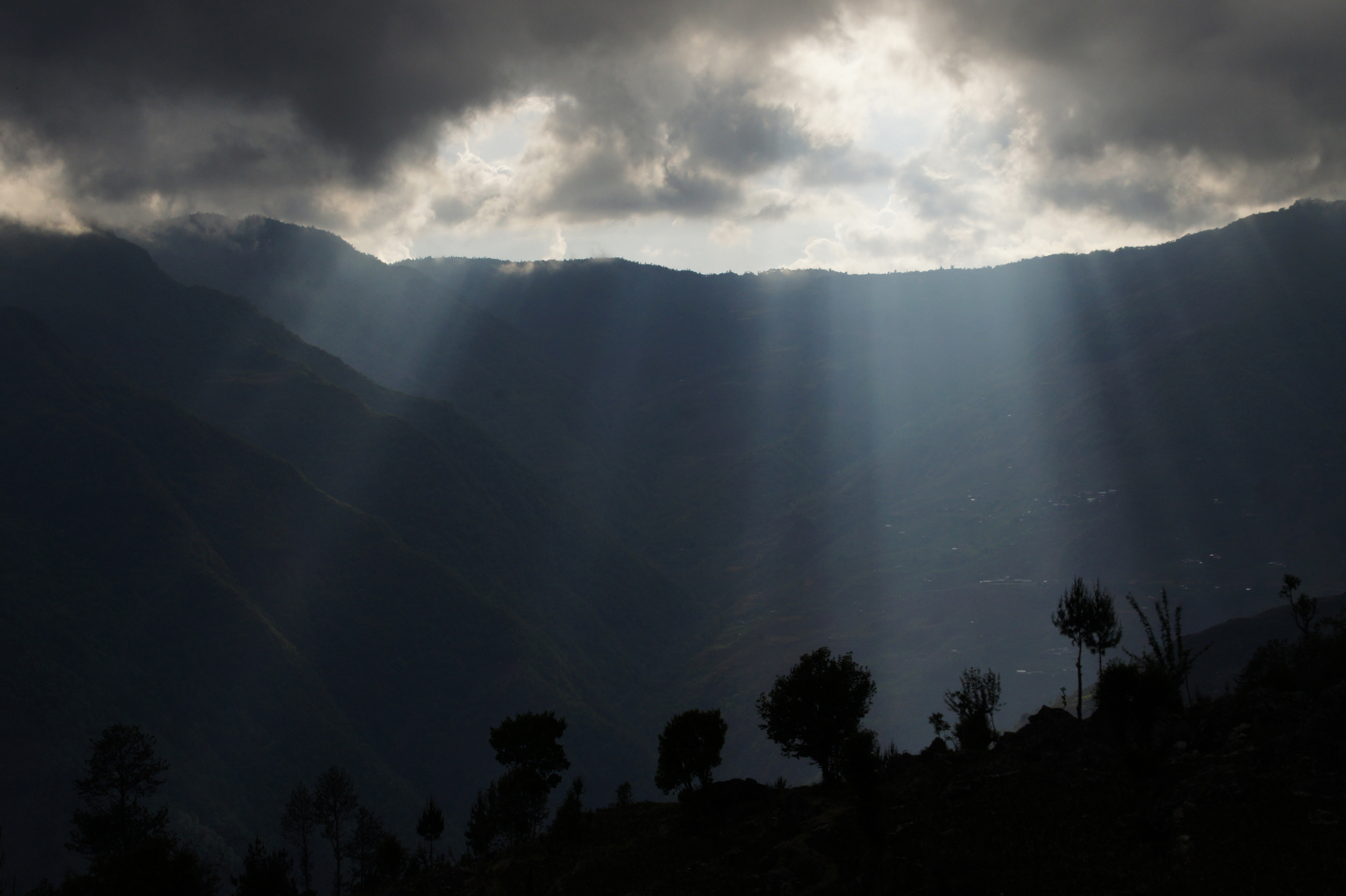 DSC03126_Nepal Mountains sun breaking through-1.jpg