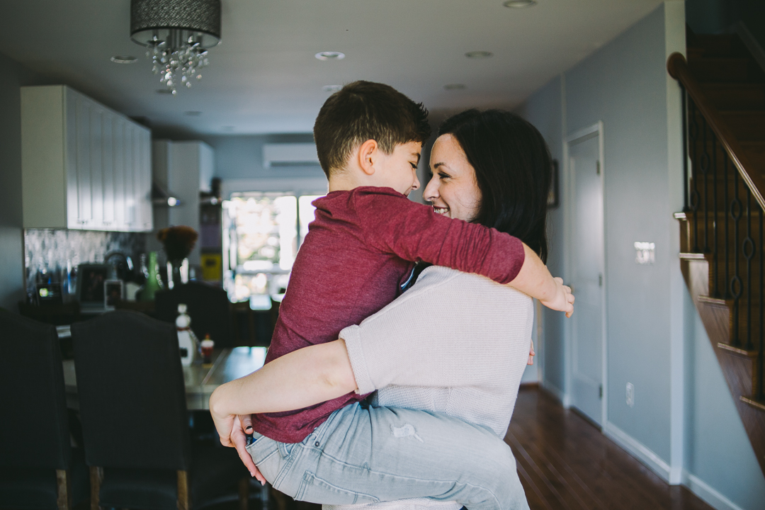 Mom-hodling-son-on-her-lap-photography-1.jpg