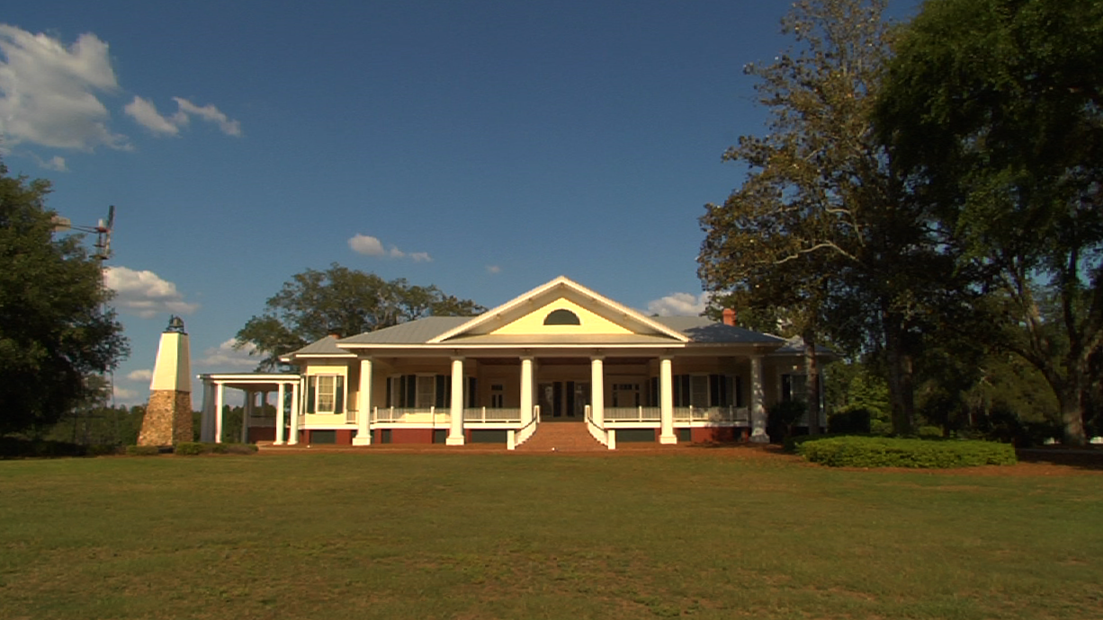 An Antebellum mansion is one of several buildings on the 1,600 acre Cypress Pond Plantation purchased by New Communities in 2011 with funds from a successful class action lawsuit brought against the U.S. Department of Agriculture for loan discrimination.