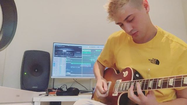 i taught myself guitar when i was 13 just for fun, but the new single 'close to me' is the first time wrote a track with it 😊 link in bio to check it 🤟