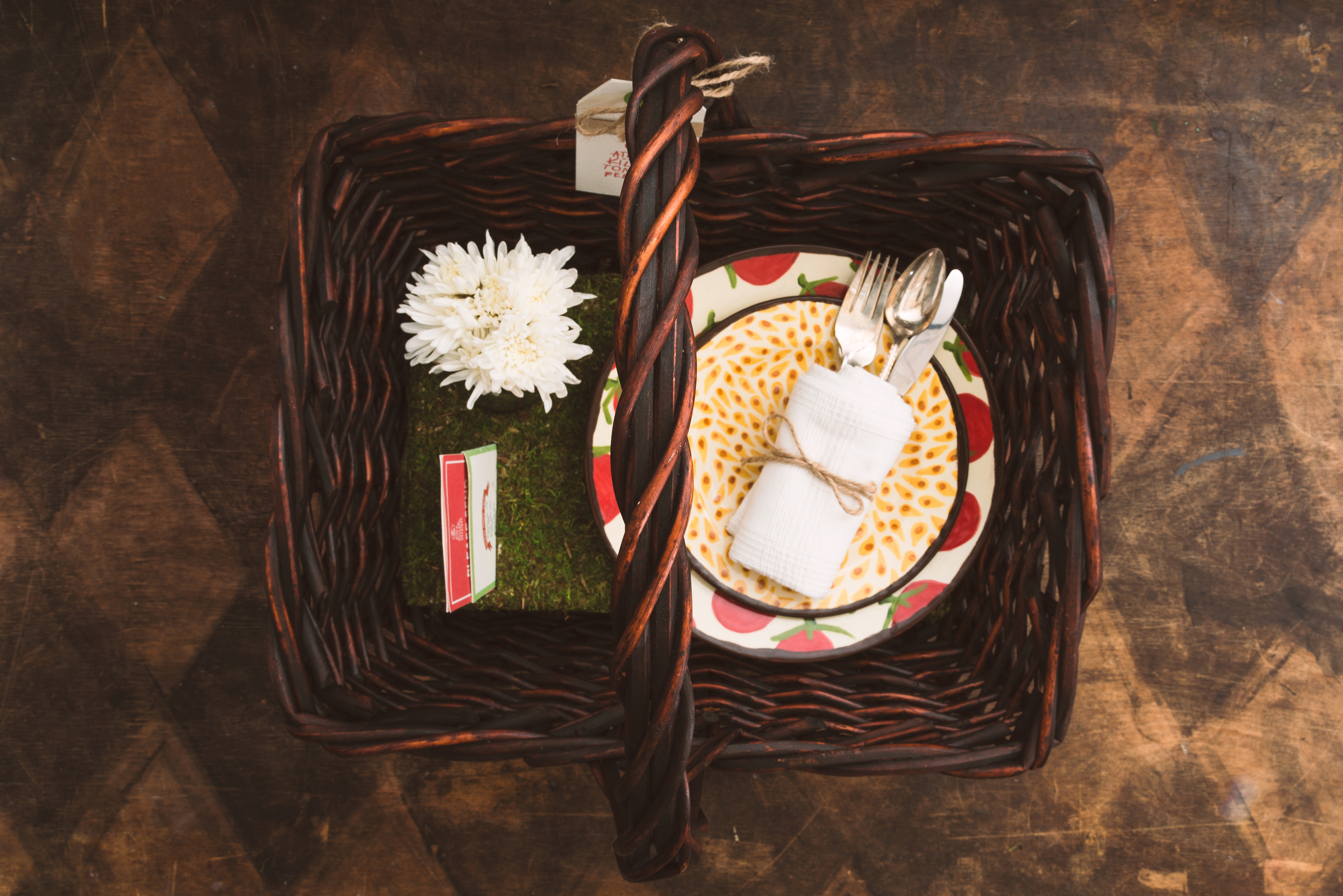 VIP Invitation: Includes a picnic basket, two hand painted plates, vintage silverware set, a can glass with fresh flowers, and an illustrated, personalized invitation.