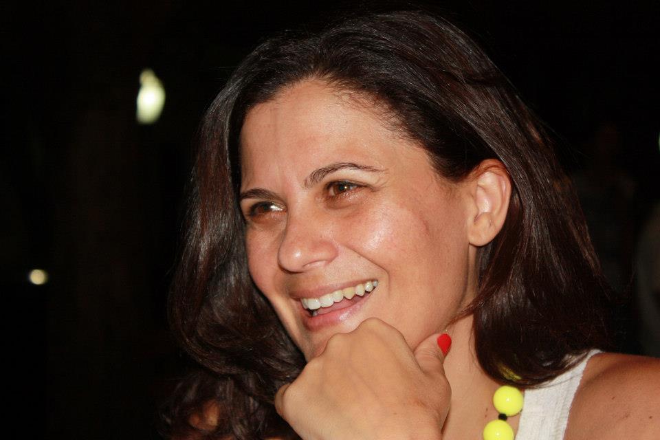 """Ana Laura Prates Pacheco éPsicanalista, Psicóloga. Mestre e Doutora em Psicologia Clínica pela USP (IPUSP). Pós-Doutora em Psicanálise pela UERJ. Pesquisadora convidada do LABEURN, UNICAMP. É AME da Escola de Psicanálise dos Fóruns do Campo Lacaniano - Fórum de São Paulo, da qual é fundadora. Participou do Secretariado do Passe no Brasil (2008-2010) e foi Diretora da EPFCL-Brasil (2010-2012). Atualmente é representante do Brasil no Colégiado de Representantes da Internacional dos Fóruns do Campo Lacaniano. Foi editora da revista Stylus (2008-2010). É coordenadora da Rede de Pesquisa de Psicanálise e Infância das Formações Clínicas do Campo Lacaniano, além de transmitir em seus próprios Seminários. É autora, dentre outros, de: """"Feminilidade e experiência psicanalítica""""(Haker, 2001), de """"De la fantasía de infancia a lo infantil de la fantasía"""" (Letra Viva, 2012) e """"Da fantasia de infância ao intanfil na fantasil"""" (Annablume, 2012) e """"La letra de la carta al nudo"""" (Um-decir, Asociacion Foro del Campo Lacaniano de Medellin, 2015). E-mail: analauraprates@terra.com.br"""