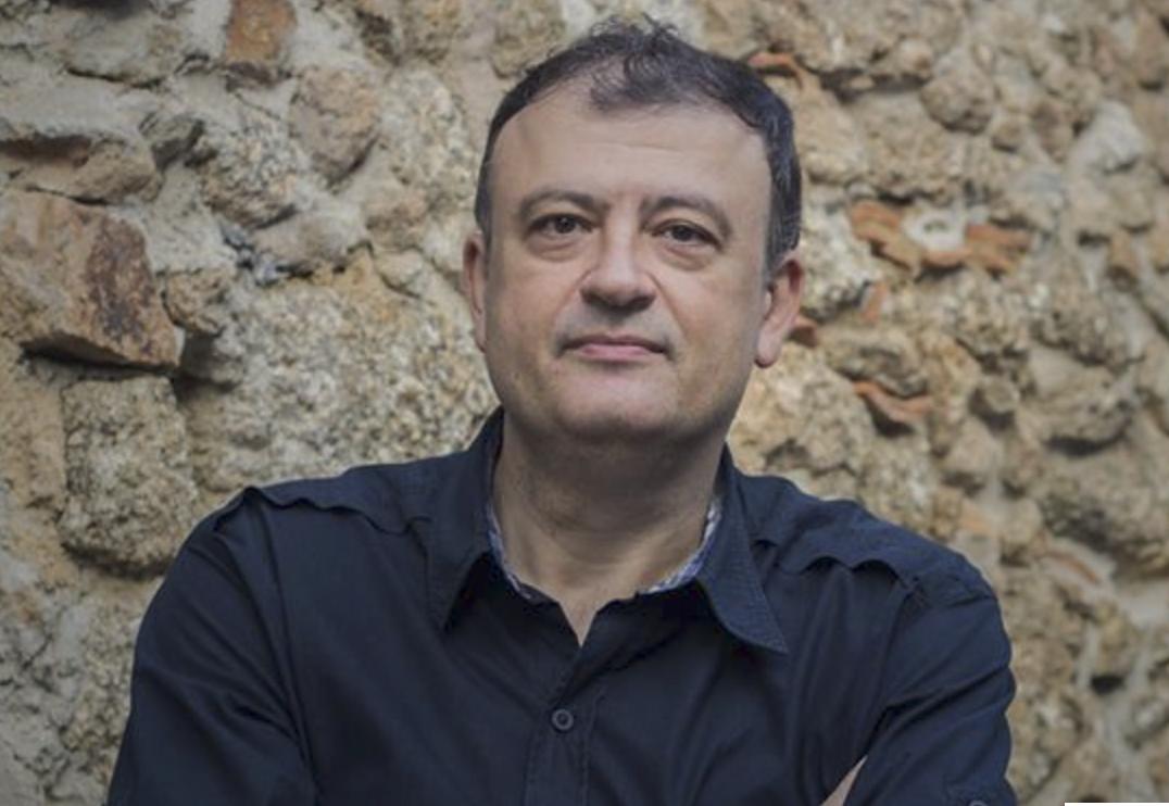 Christian Dunker é psicanalista, professor Titular do Instituto de Psicologia da Universidade de São Paulo (USP), Analista Membro de Escola (A.M.E.) do Fórum do Campo Lacaniano e fundador do Laboratório de Teoria Social, Filosofia e Psicanálise da USP. Seu livro Mal-estar, sofrimento e sintoma: a psicopatologia do Brasil entre muros (Boitempo, 2015), lhe rendeu seu segundo prêmio Jabuti na categoria de Psicologia e Psicanálise.