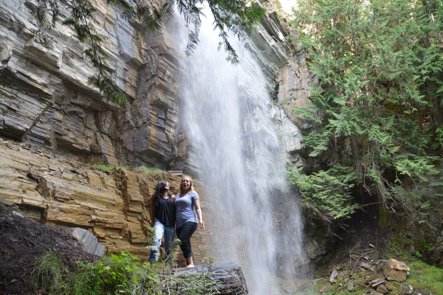 The second larger waterfall and baby Thatcher in Tia's belly ♡
