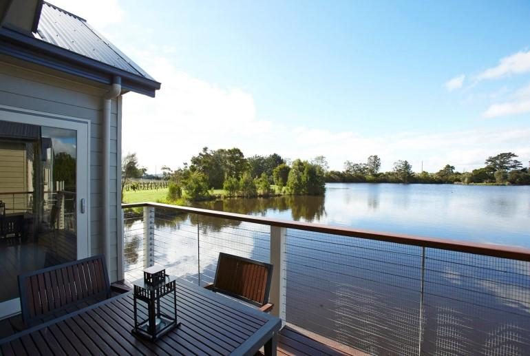 Romantic-Getaways-Lakeside-Villas-at-Crittenden-Estate-Accommodation-Dromana-Mornington-Peninsula-Victoria-4_0.jpg