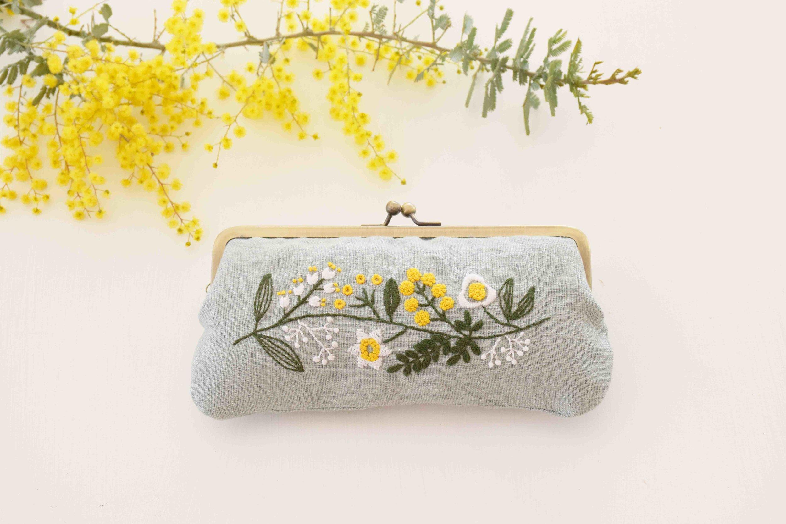 北欧伝統手芸 草花 刺繍 がま口 ポーチ