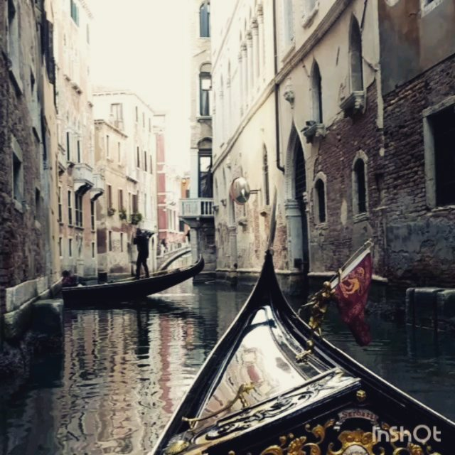 Somehow Insta didn't include my video clips! . . . #venicewaterways #venice🇮🇹 #doyoutravel #letsgosomewhere #traveldeeper #triplookers #athomeintheworld #beautifuldestinations #roamtheplanet #adventurethatislife #lovetotravel #openmyworld #wonderfulplaces #goexplore #travelmore #doyoutravel #adventureseeker #wanderlust #seekmoments #momentsofmine #postcardsfromtheworld #photographyislifee #solotravel