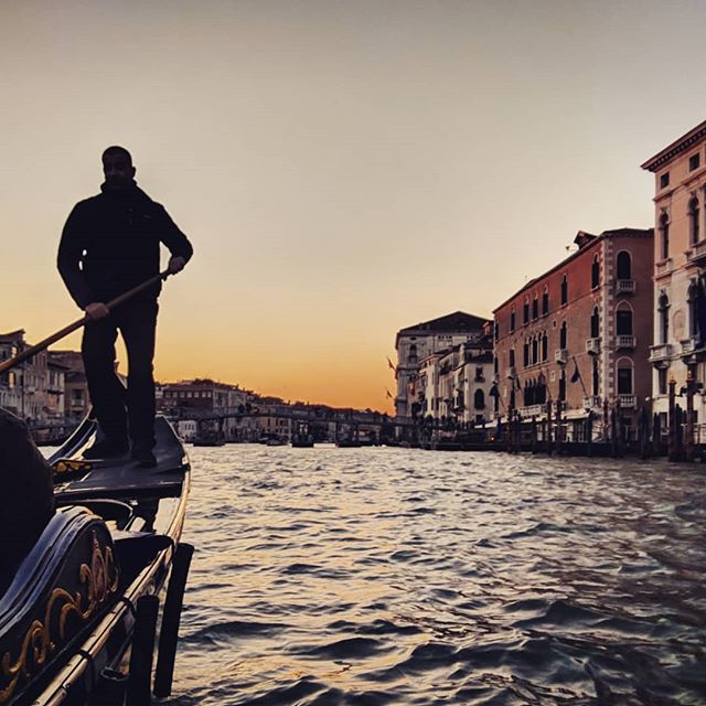I did the sunset gondola thing. . . . #venicegondola #gondolatour #venicewaterways #venice🇮🇹 #doyoutravel #letsgosomewhere #traveldeeper #triplookers #athomeintheworld #beautifuldestinations #roamtheplanet #adventurethatislife #lovetotravel #openmyworld #wonderfulplaces #goexplore #travelmore #doyoutravel #adventureseeker #wanderlust #seekmoments #momentsofmine #postcardsfromtheworld #photographyislifee #solotravel