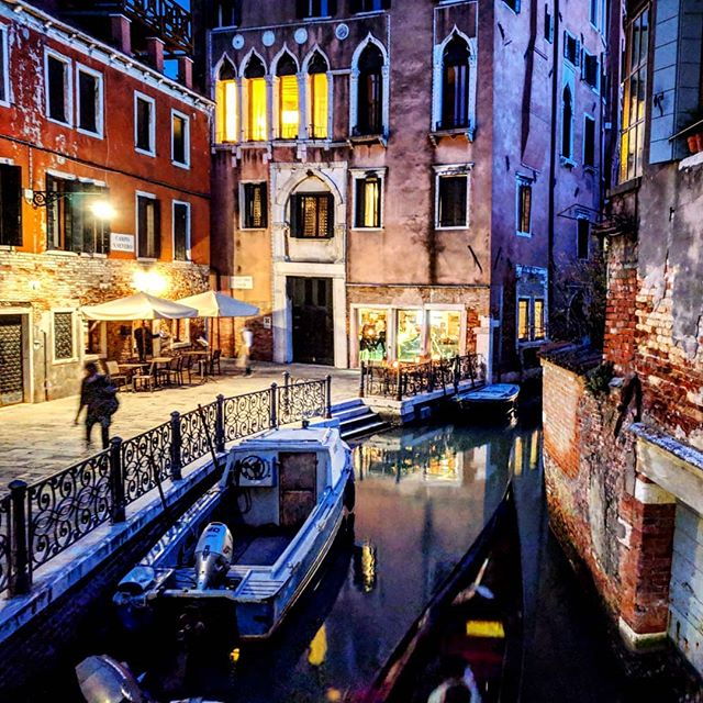 Evening canals of Venice. My phone has a night photography setting that algorithmically improves low light shots. Nerdgasm! . . . #canalsofvenice #venice🇮🇹 #boattransport #doyoutravel #letsgosomewhere #traveldeeper #triplookers #athomeintheworld #beautifuldestinations #roamtheplanet #adventurethatislife #lovetotravel #openmyworld #wonderfulplaces #goexplore #travelmore #doyoutravel #adventureseeker #wanderlust #seekmoments #momentsofmine #postcardsfromtheworld #photographyislifee #solotravel