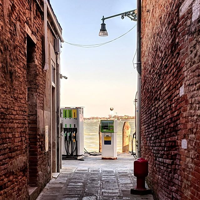Petrol stations of Venice. . . . #petrolstation #rialtobridge #venice🇮🇹 #boattransport #doyoutravel #letsgosomewhere #traveldeeper #triplookers #athomeintheworld #beautifuldestinations #roamtheplanet #adventurethatislife #lovetotravel #openmyworld #wonderfulplaces #goexplore #travelmore #doyoutravel #adventureseeker #wanderlust #seekmoments #momentsofmine #postcardsfromtheworld #photographyislifee #solotravel