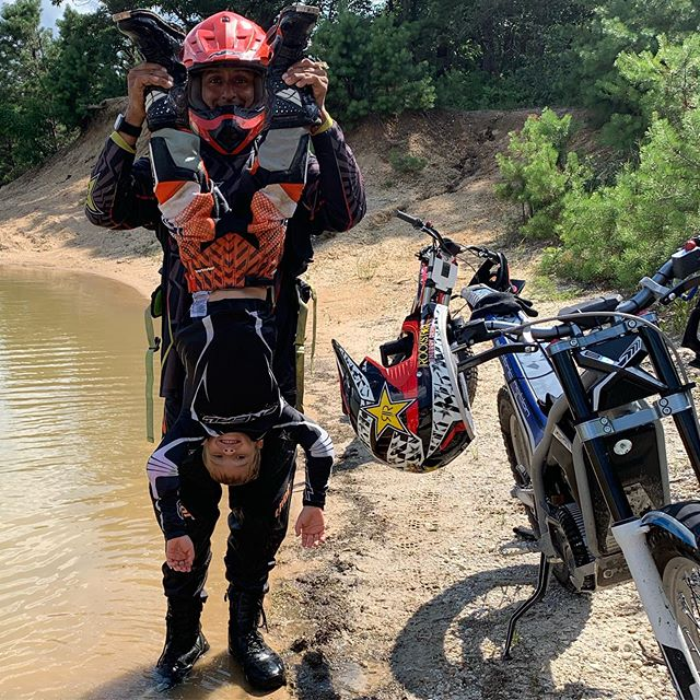 Best way to get the water out of your boots! #kidsride #dirtbikes #trailriding #rydersalley