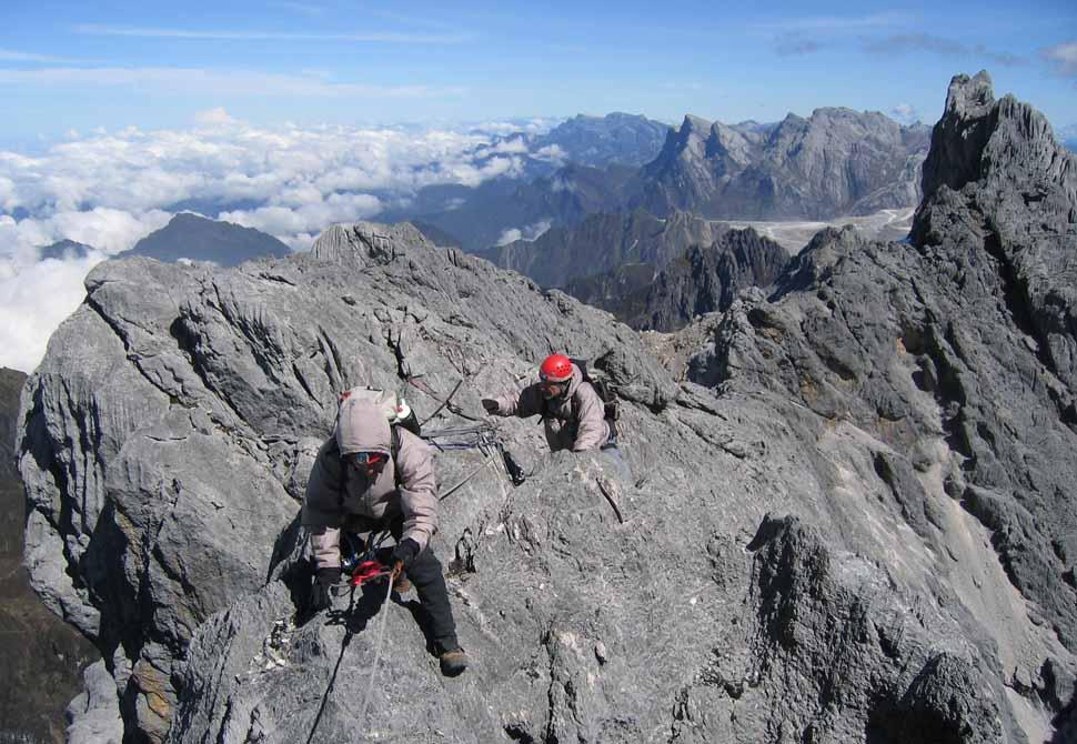 Traveling-Au-Cheval-on-the-summit-ridge-of-Carstensz-Pyramid.jpg