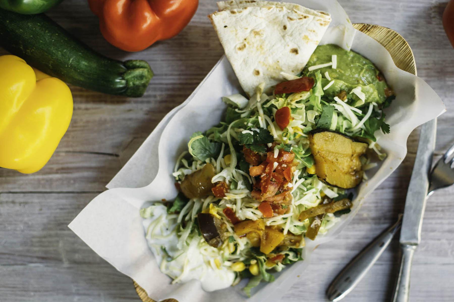 burrito-company-fraeulein-edith-deliveroo_veggie-mexican-salad_.jpg