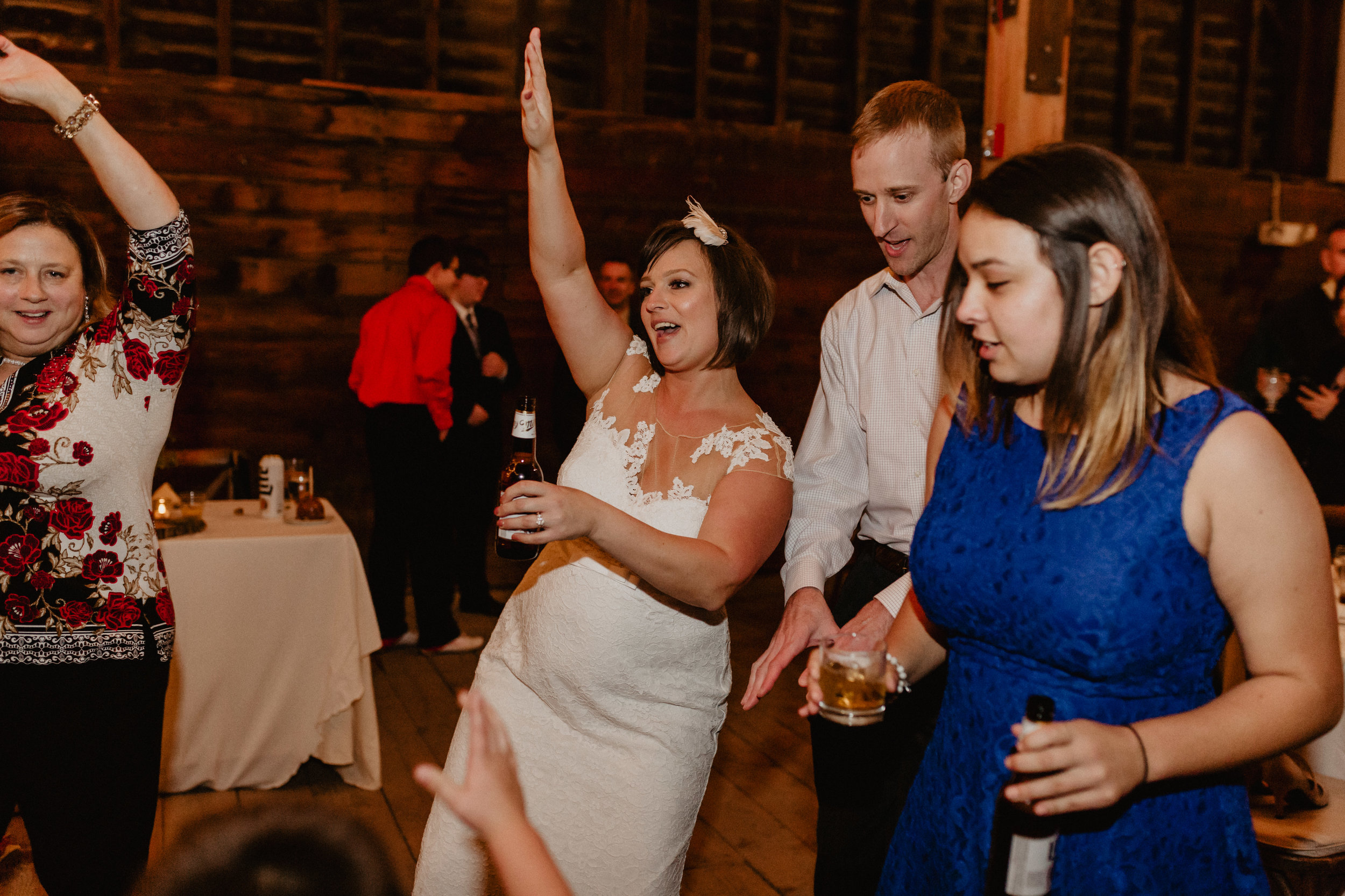 shaker_heritage_barn_wedding_056.jpg