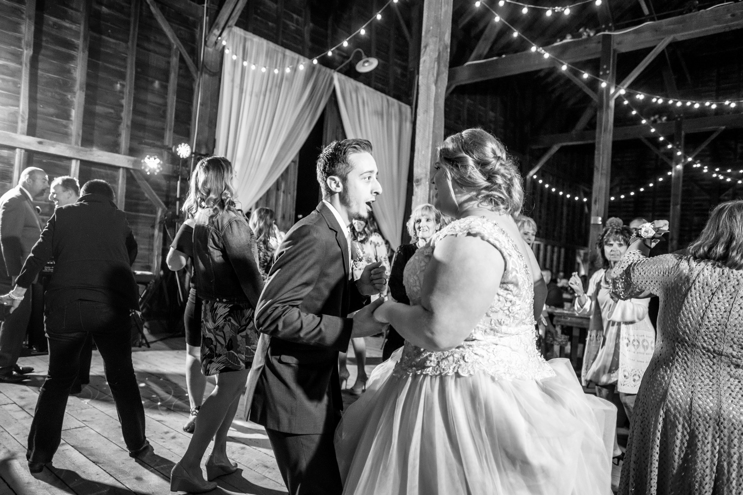 shaker-heritage-barn-wedding-photos-020.jpg