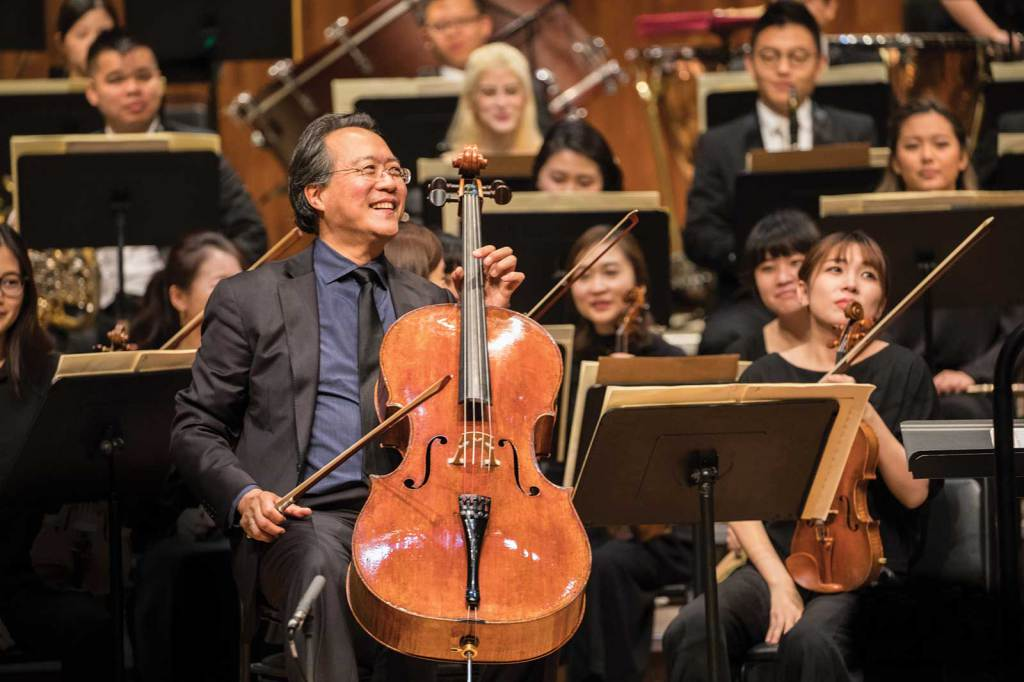 Yo-Yo Ma after a performance of Dvorak's Cello Concerto with the YMCG orchestra. Photo by Li Lewei