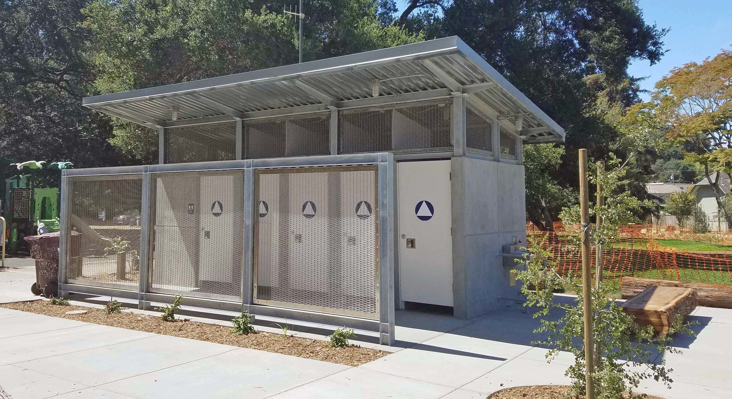 OAKLAND PARKS ACCESSORY BUILDINGS - DIMOND PARK RESTROOM