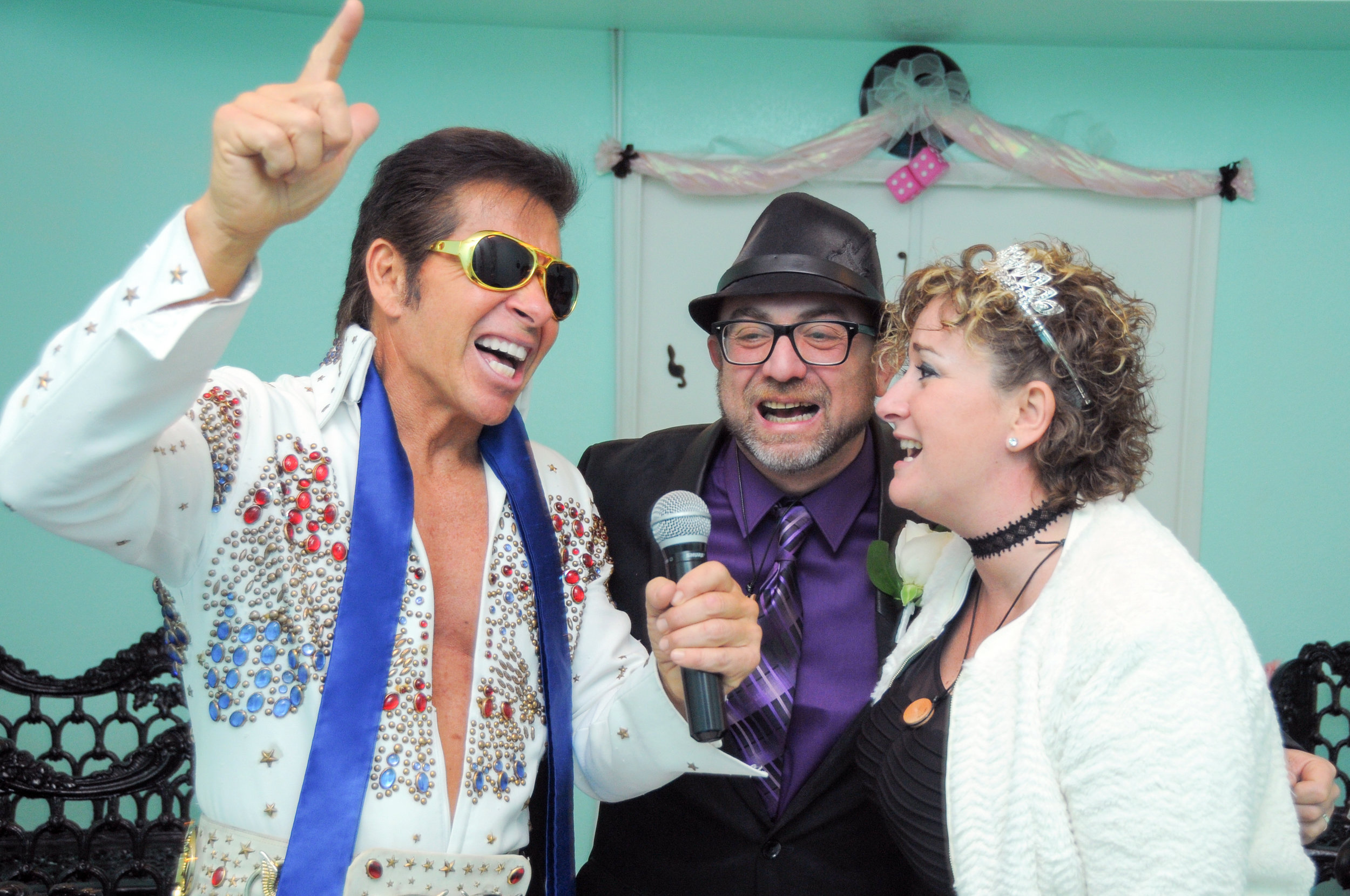 Elvis performs at a Vow renewal ceremony at The Elvis Wedding Chapel in Las Vegas. © 2017 All Rights Reserved, Destination Las Vegas Group