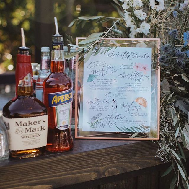This signature drink menu was a framer for sure! The his and hers drinks were a nod to special places to the couple, and their pup Wally got his own drink too because DUH! 😍 I'll take one of each, please! 🙋🏼♀️🙋🏼♀️🙋🏼♀️ • Photo by @teribphotography