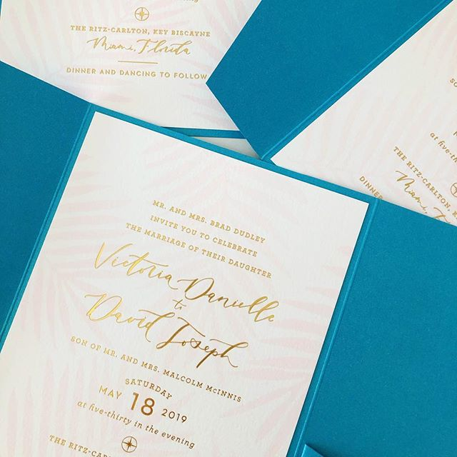 Wrapping up an insanely beautiful suite this week and cannot wait to share more! Until then.... peeks at the gold foiled invite printed by @sparklepapersociety, designed by 🙋🏼♀️! Brides that aren't afraid of some ❕C O L O R❕ are my kinda peeps and Tori let me get color crazy so I'm a happy camper of here 🥰