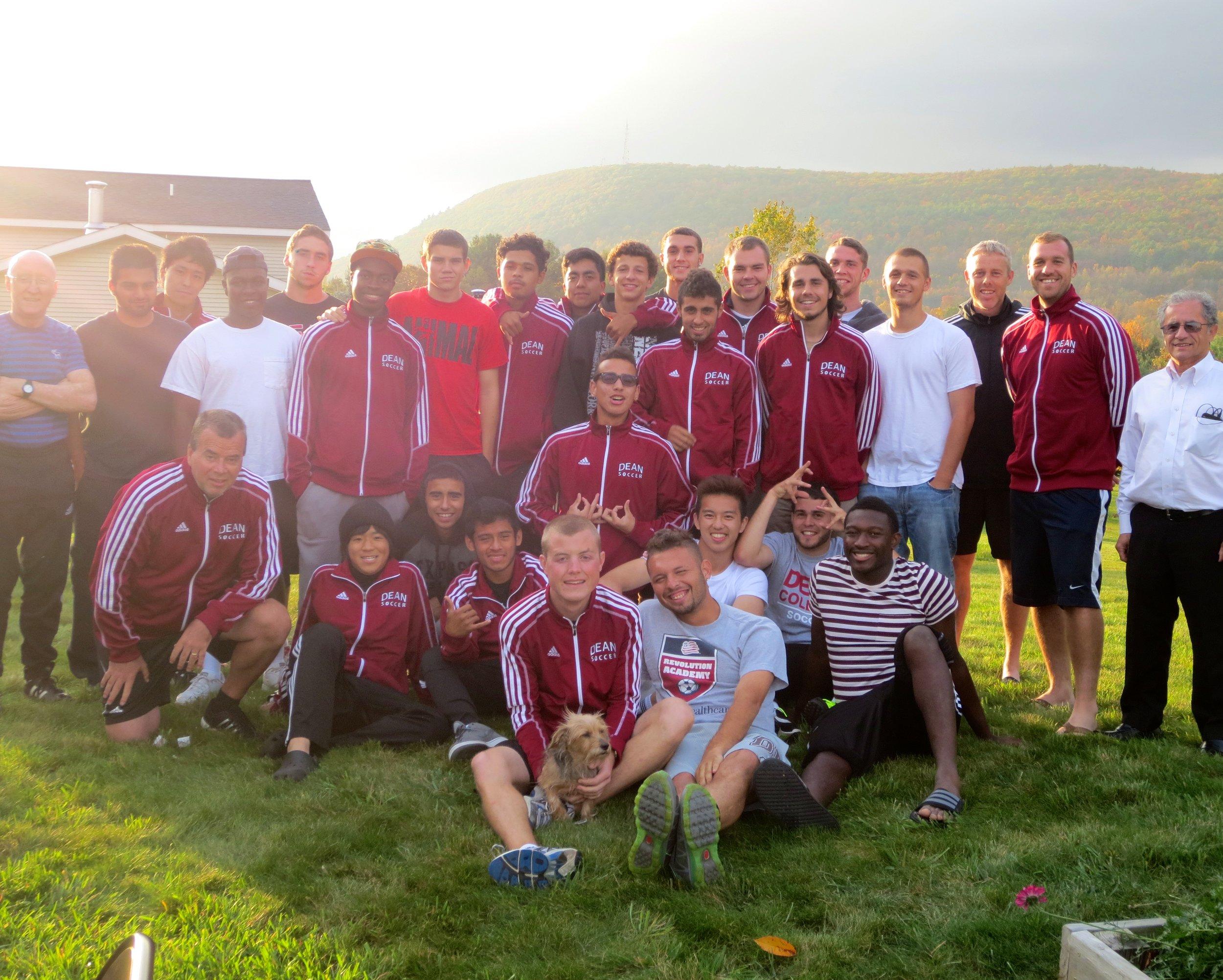 コミュニティカレッジでのサッカー部のメンバーたちと