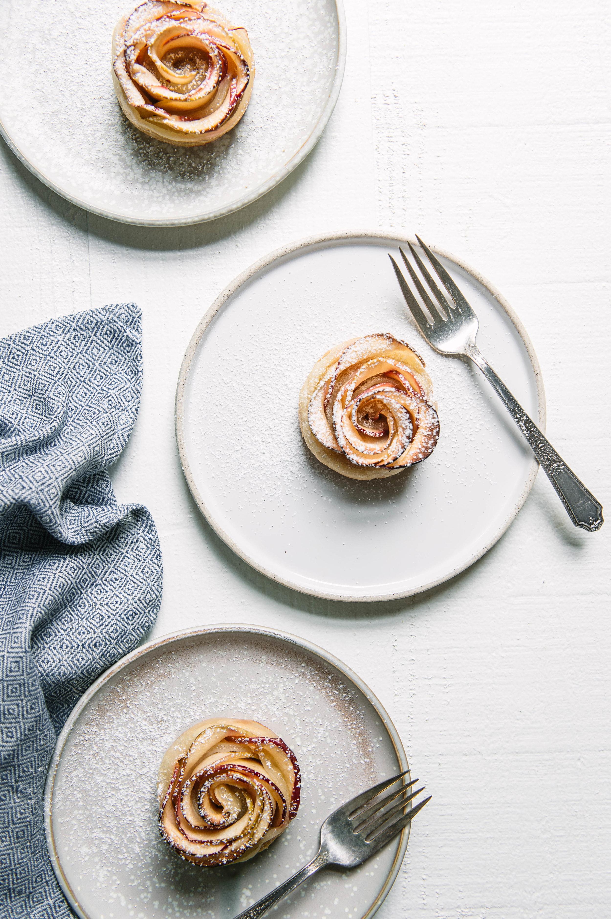 Apple rose mini pie