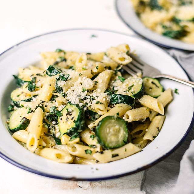 Another one of Gianfranco's pasta recipes, coming in hot! With zucchini and a hit of fresh mint, this one is perfect for a springy weeknight dinner or lunch (Or breakfast! I won't judge). It's only 6 ingredients and takes all of 15 minutes to make. In short: it's perfection. I served it last Saturday night to friends alongside two other pastas I was testing and this was by far the fave—and the simplest. The recipe can be found by clicking the link in my profile. Happy Tuesday, friends. #thegianfrancoproject . #pasta #pastarecipe #pastaalpomodoro #onmytable #inseasonnow #heresmyfood #makeitdelicious#storyofmytable #foods4thought #realfood #theartofslowliving #feedfeed#shareyourtable #healthyish #f52grams#lifeandthyme #foodblogeats #thekitchn#foodandwine #bonappetit #foragebyfolk#mywilliamssonoma #fellowmag#hautecuisines #beautifulcuisines#foodgawker #wholefoodfaves #seriouseats #gloobyfood