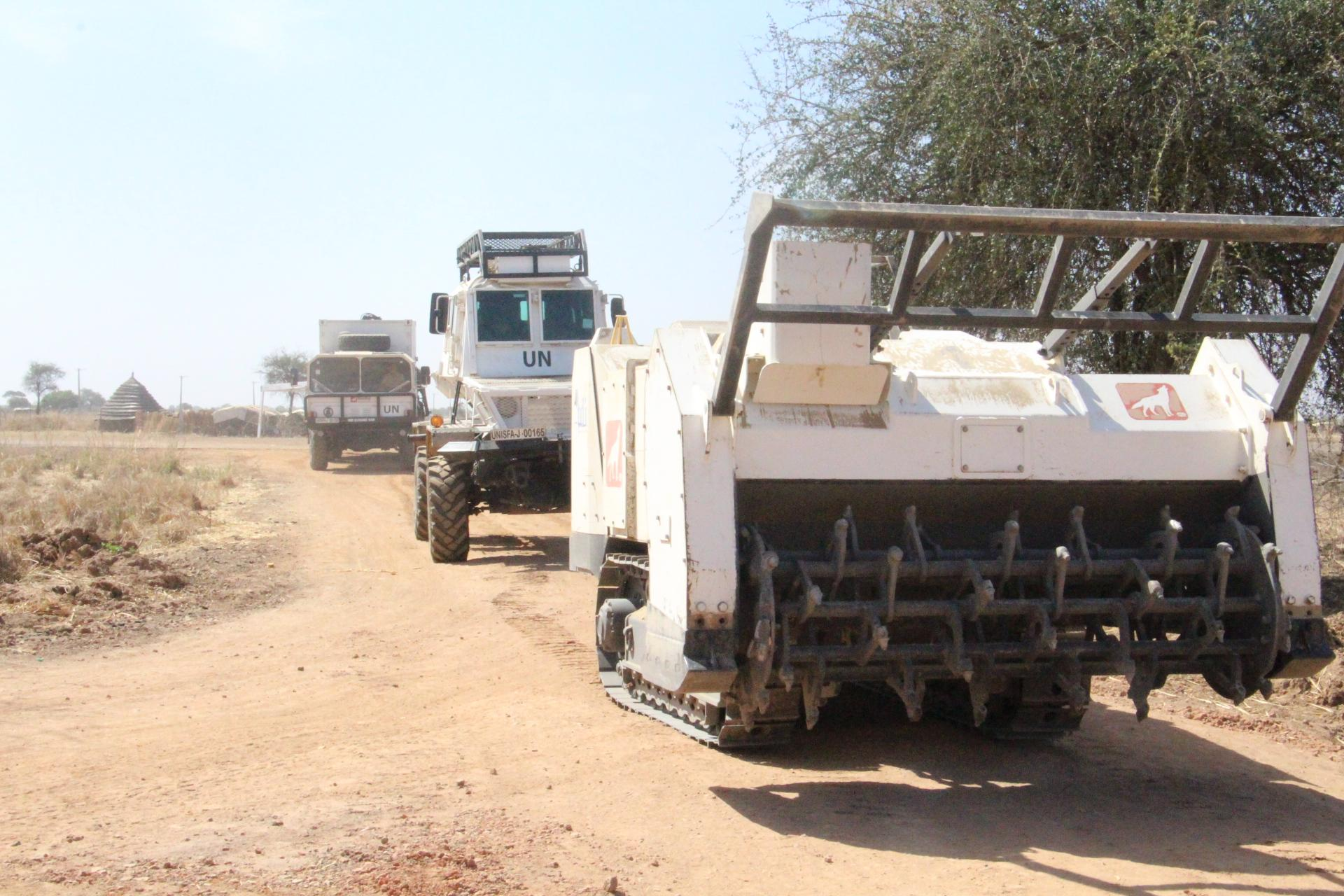 GCS vehicle in a mine clearing convoy in Sudan 2 (NXPowerLite-Kopie).JPG