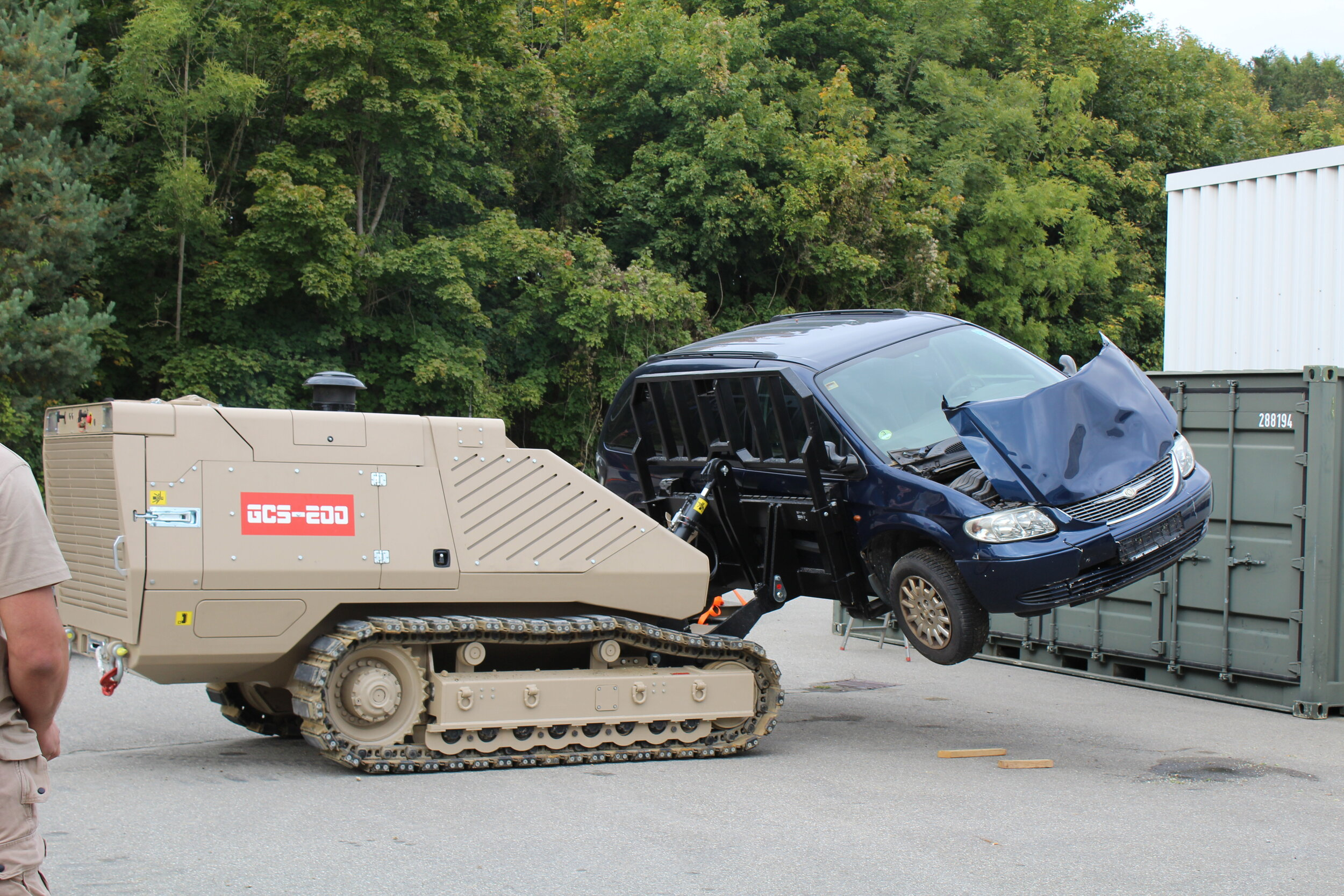 The GCS-200 removes a car in an IED scenario with the pallet fork