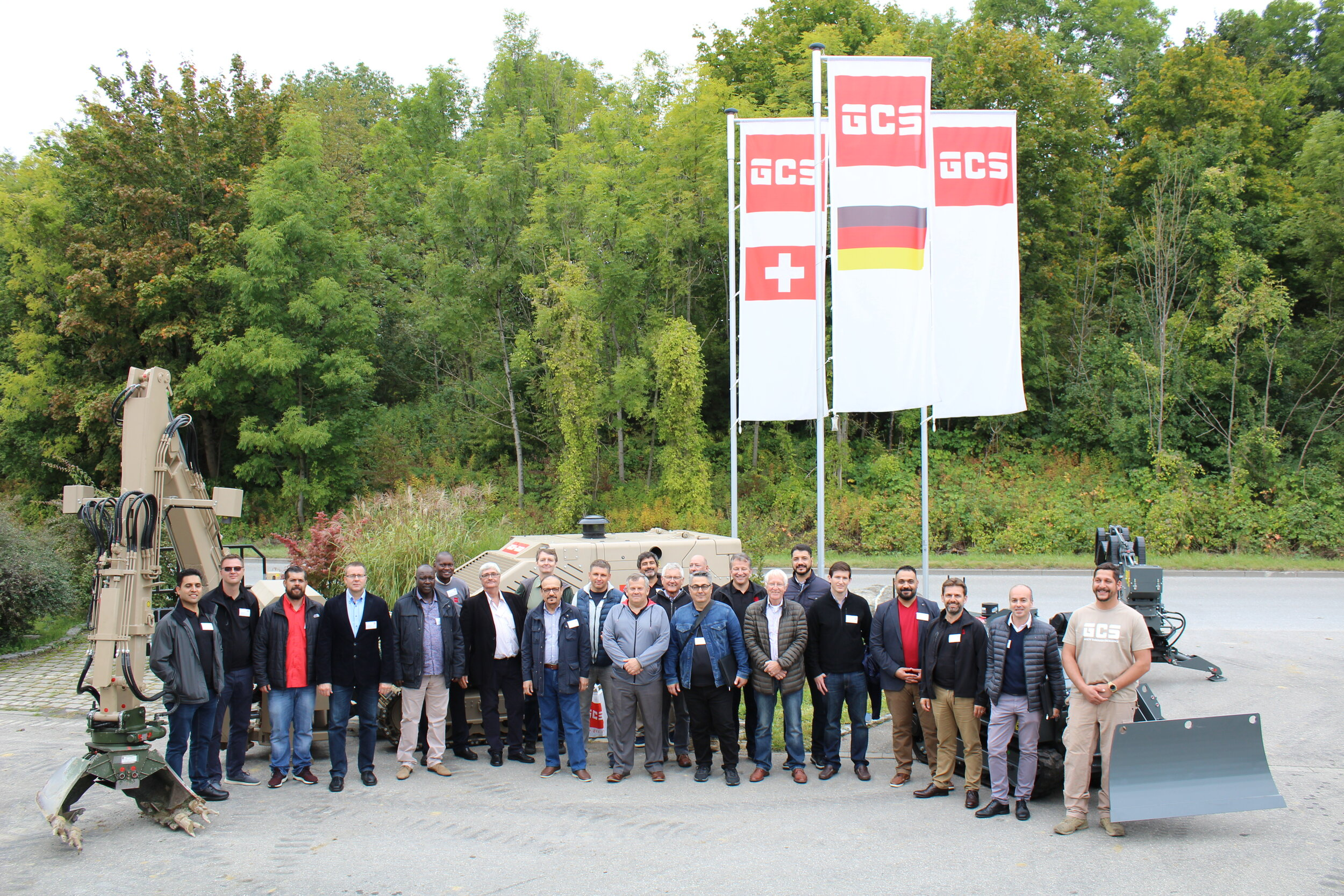 The international gathering pictured in front of the GCS-200 in Stockach