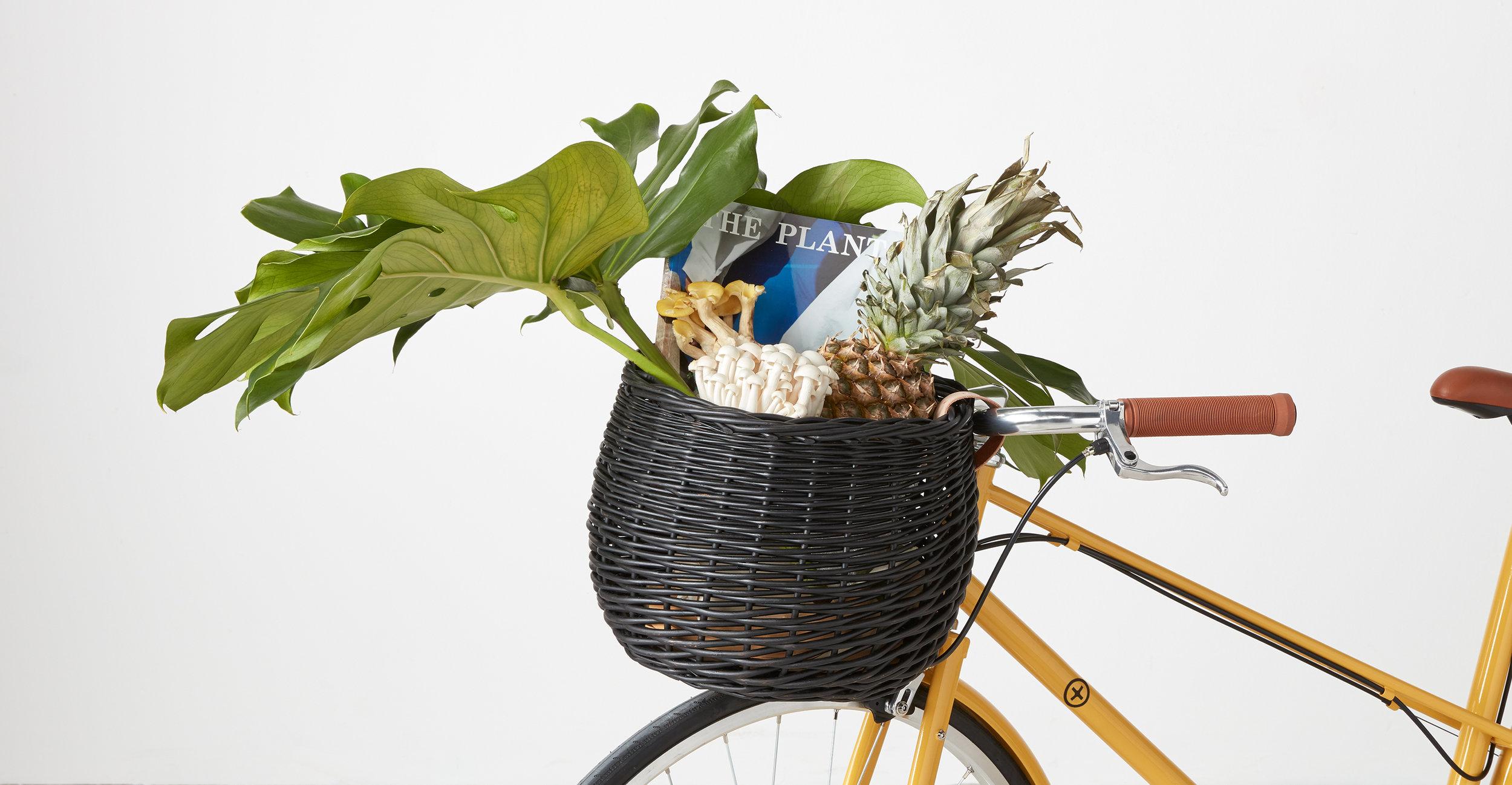 ACCBBN008BLA-UK_Bobbin_x_Made_Round_Bike_Basket_black_LB02.jpg