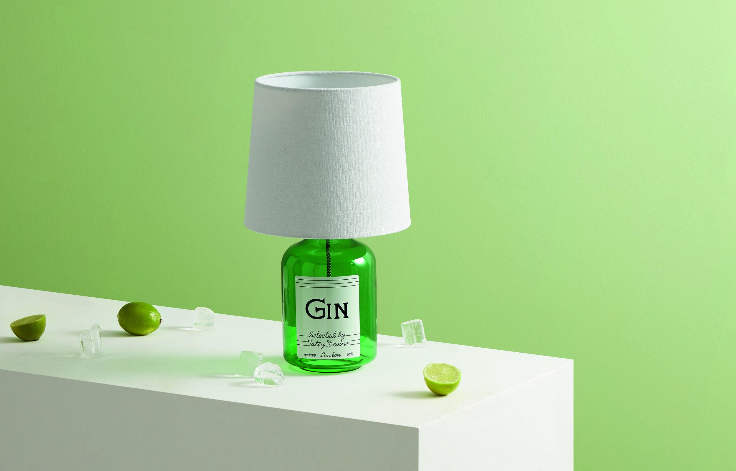 TLPTAT001GRN-UK_Tatty_Devine_Gin_Bottle_Table_Lamp_Green_PR02.jpg